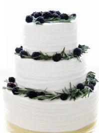 Торт с ежевикой и розмарином